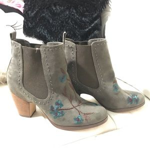 Crown Vintage embroidered booties (New)